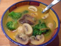 Scharfe Entensuppe mit Curry