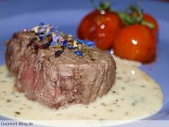 Kobe Wagyu Steak mit Balsamico-Kirschtomaten und Sauce Café de Paris